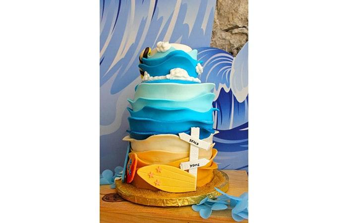 Surfing Cake 8 karaspartyideas.com