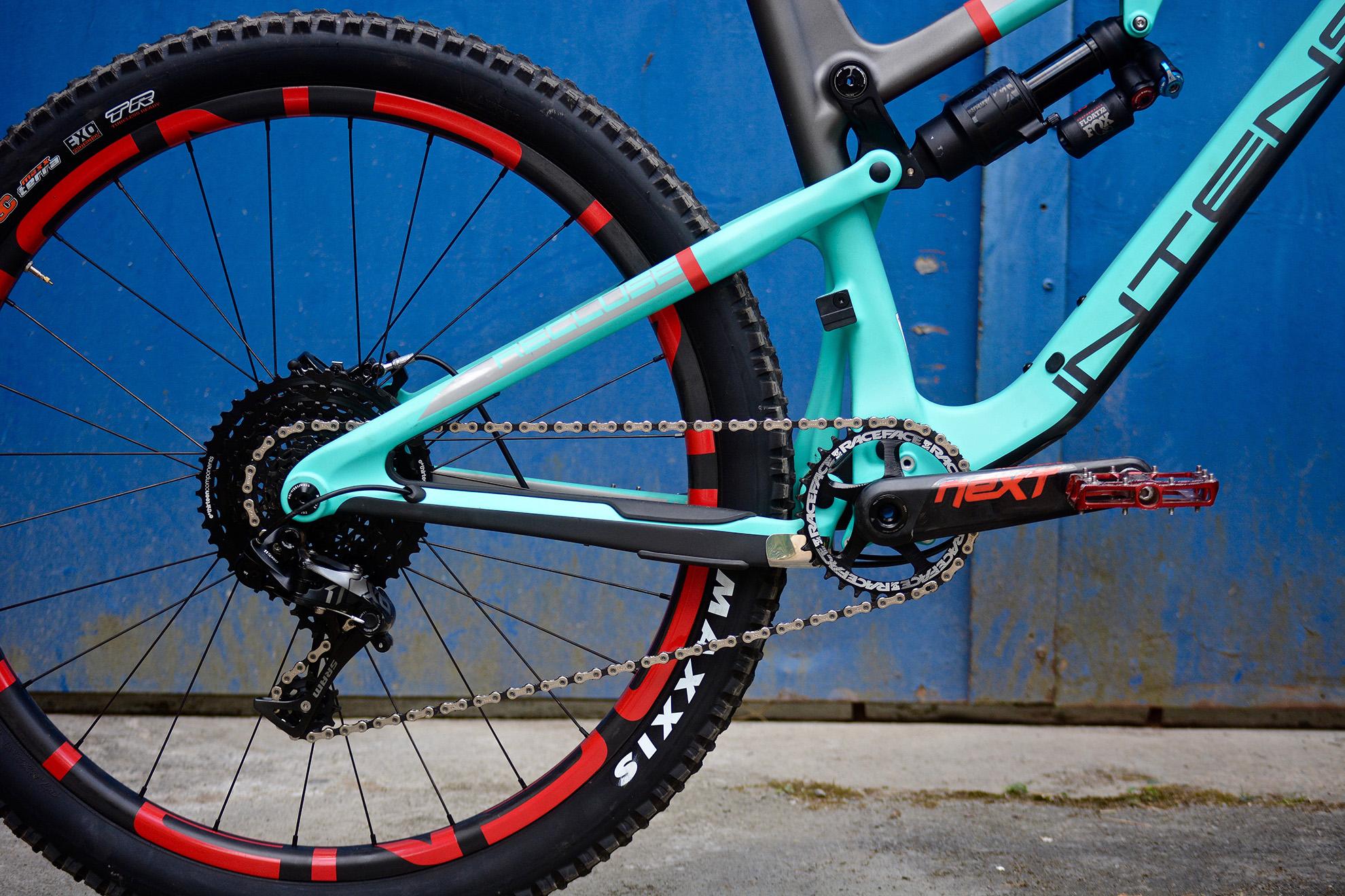 2017 Intense Recluse Dirt Intense bikes with free carbon wheels! dirt mountain bike magazine