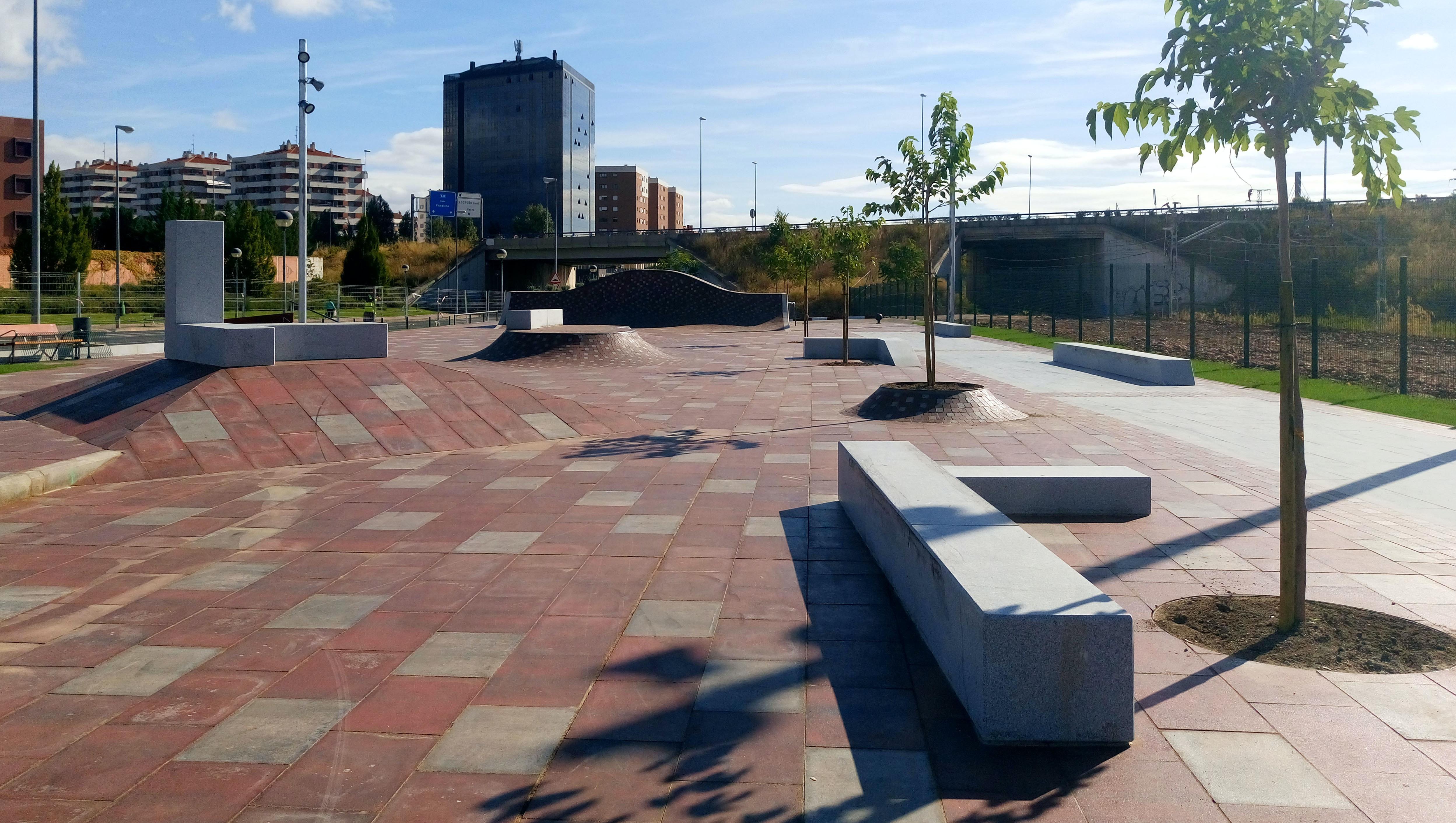 Logronó Street Plaza