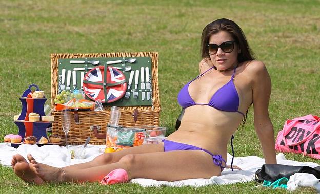 Imogen-Thomas-Hot-Bikini-Park-Picnic-Heatwave