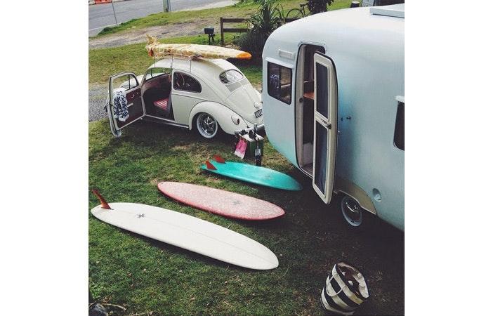 在慢速车道上冲浪野营生活
