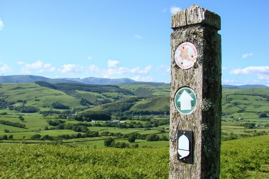 Guide To The National Trails Of England And Wales - Outdoors Magic
