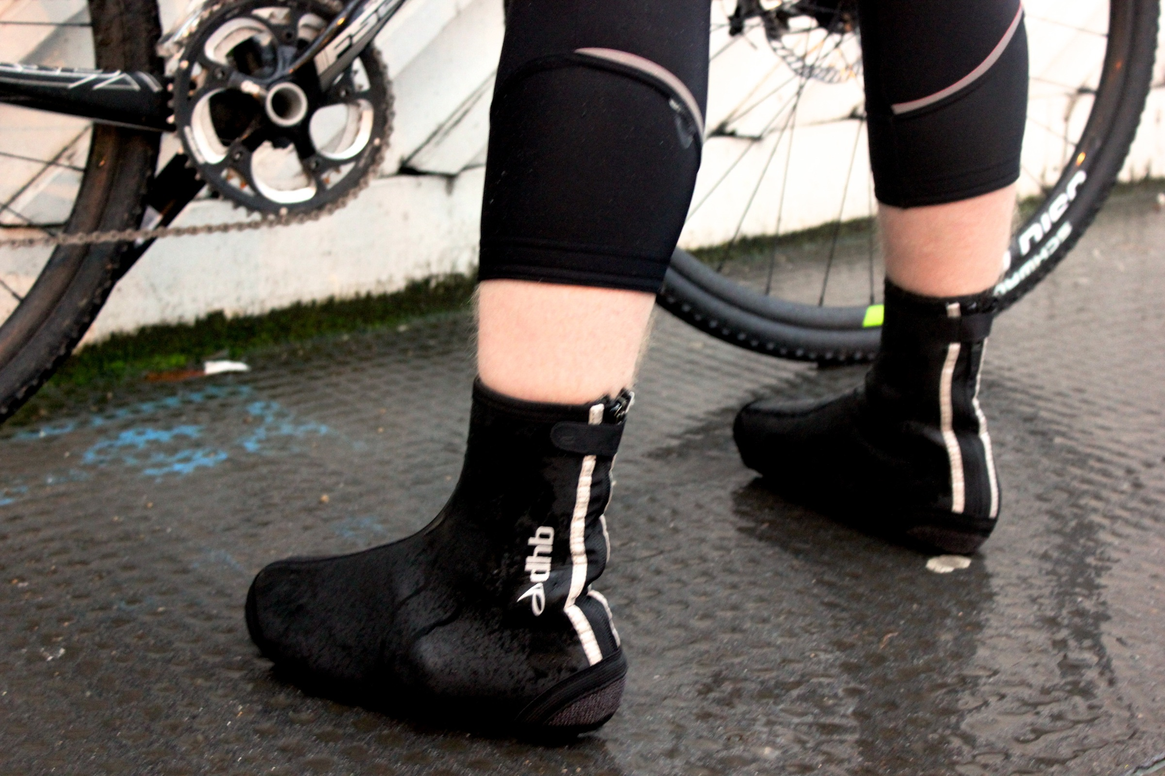 dhb Extreme Weather Neoprene Overshoe, pic: George Scott, ©Factory Media