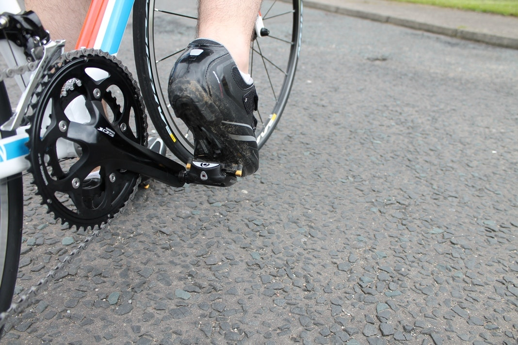 Clipping in, clipless pedals, cleats, shoes, pic: Colin Henrys/Factory Media