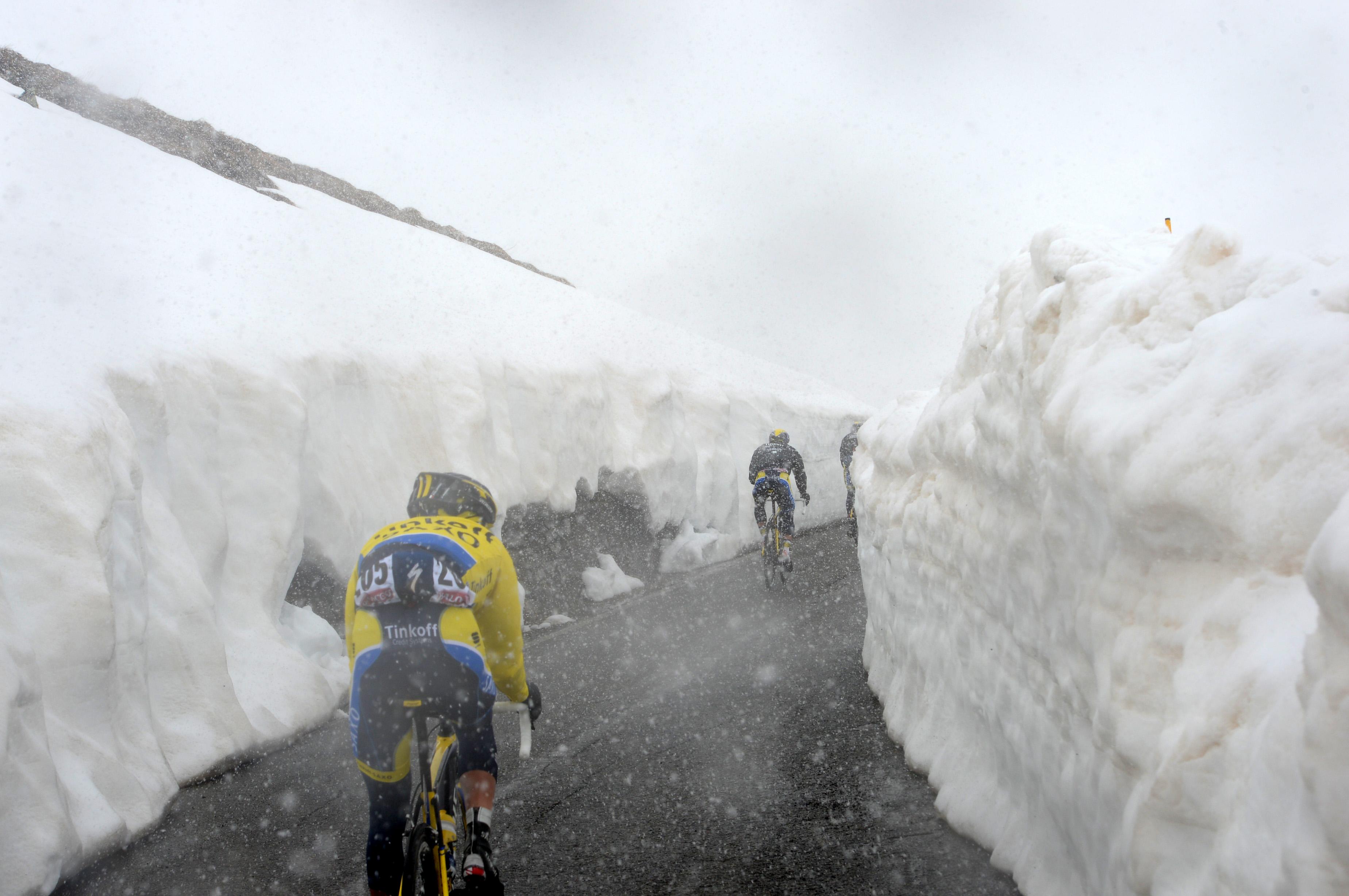 Snow, Gavia, Giro d'Italia, 2014, pic: Sirotti