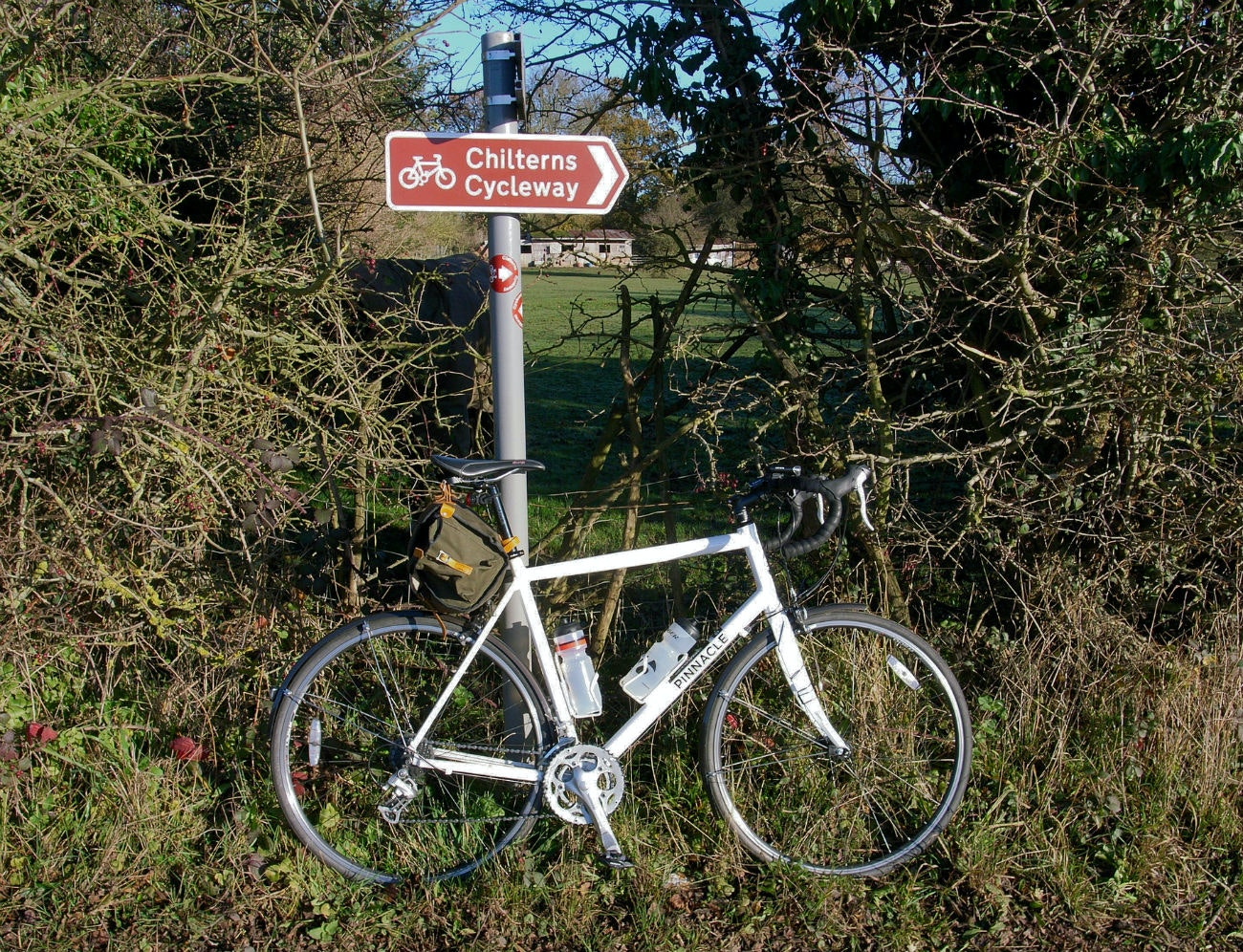Chilterns Cycleway, touring (Pic: Steve Cadman / Creative Commons)