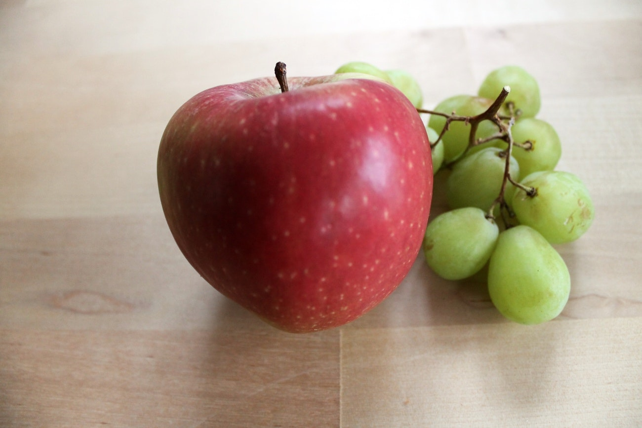 Snack fruit, apple, grapes, pic: Colin Henrys/Factory Media