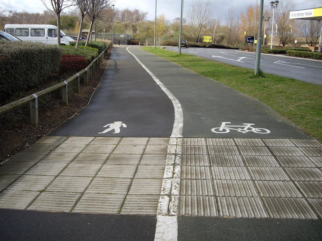Cycling lane, cycle path, commuting, sign, London (Pic: sachab via Flickr Creative Commons)