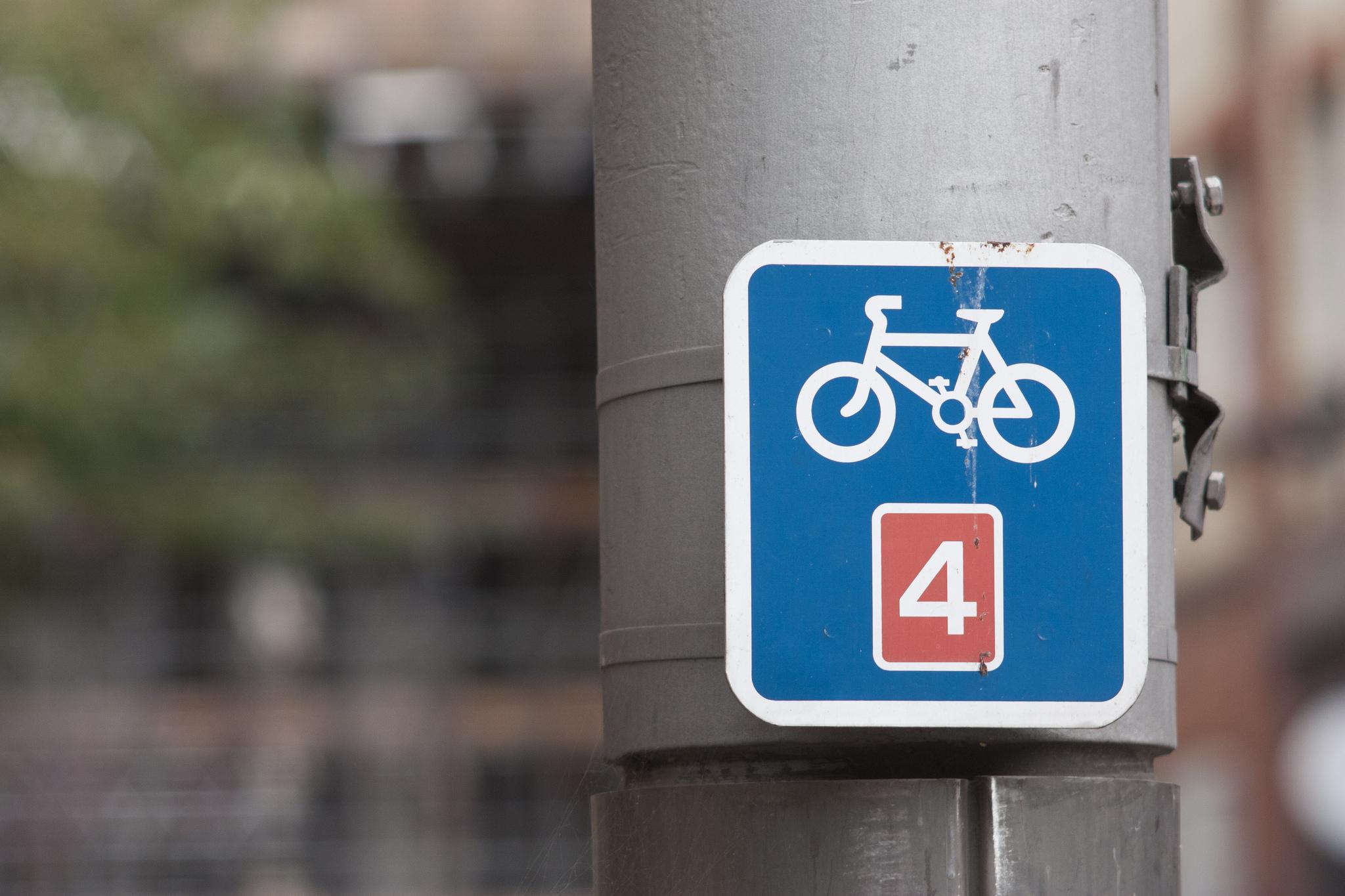 Cycling lane, cycle path, commuting, sign, London (Pic: Dimitri Hon via Flickr Creative Commons)