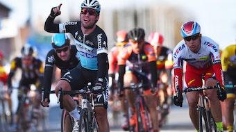 Mark Cavendish, Kuurne-Brussels-Kuurne, sprint, salute, Etixx-QuickStep, Alexander Kristoff, 2015, pic: Tim de Waele/EQS