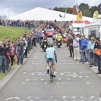Tanel Kangert, climb, fans, Liege-Bastogne-Liege, 2015, pic: Sirotti