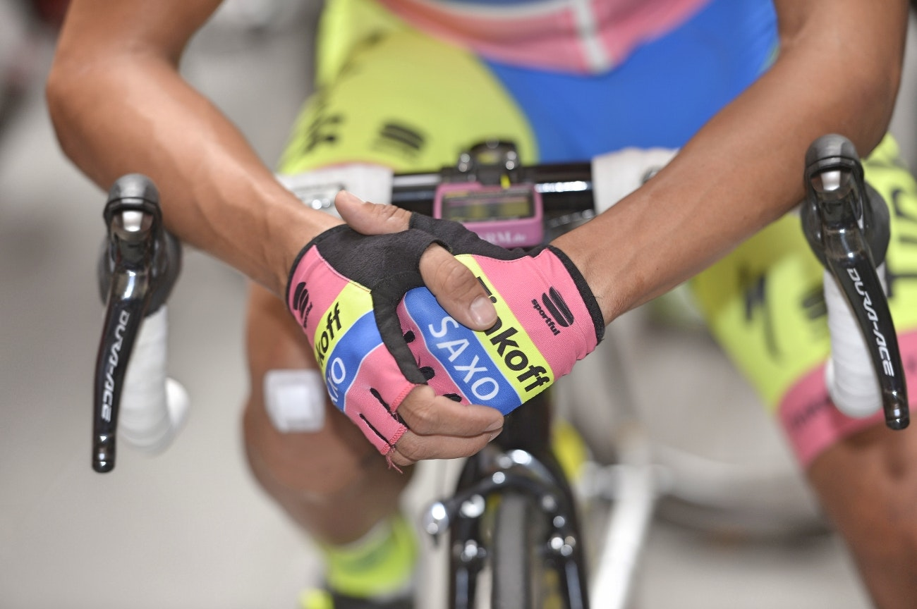 gloves, Giro d'Italia, 2015, pic: Sirotti