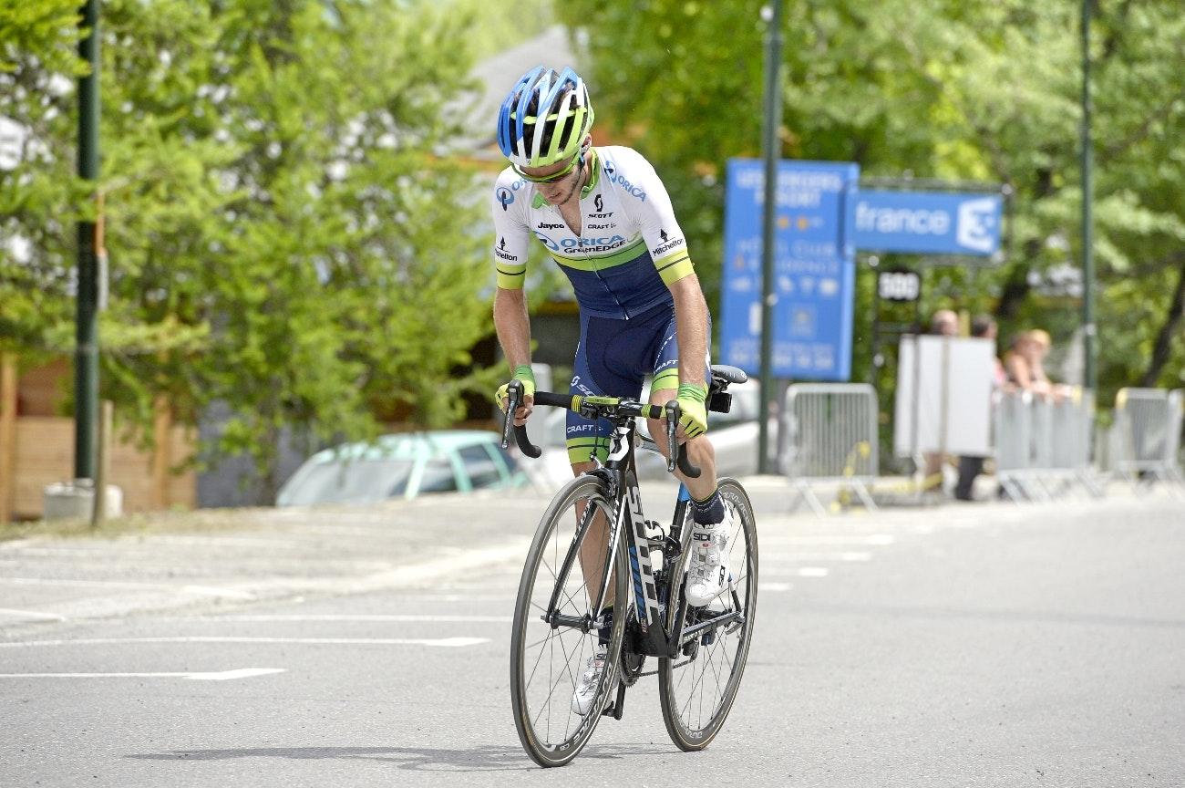 Adam Yates, Orica-GreenEDGE, climb, standing, pic: Sirotti
