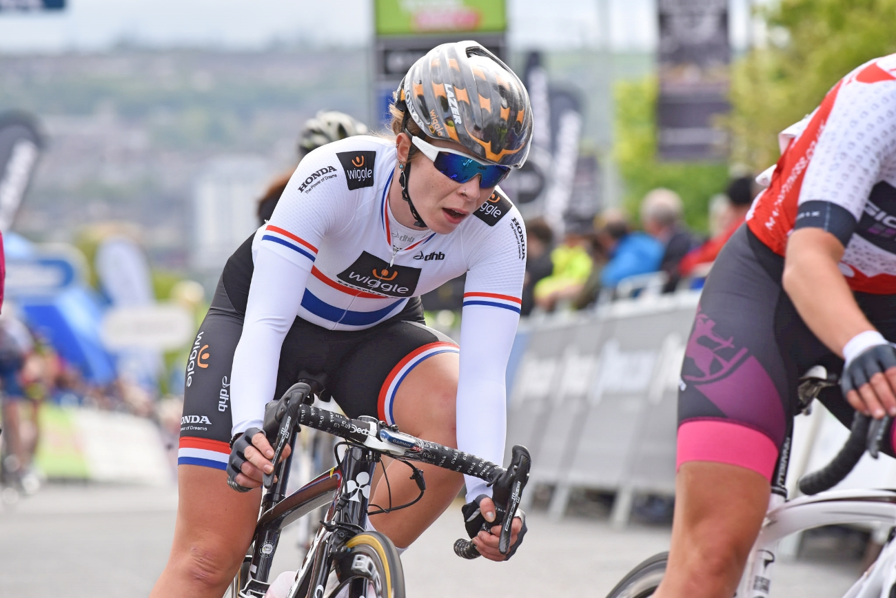 Eileen Roe, Crit Racing, cornering, pic: The Tour