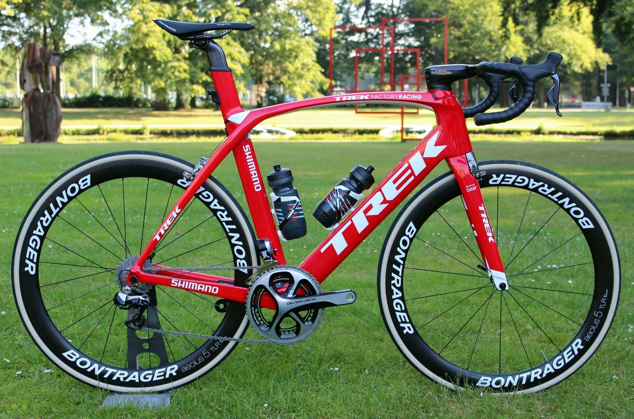 Trek 2016 Madone 9 Series aero road bike (Pic: George Scott/Factory Media)