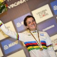 Lizzie Armitstead, world champion, 2015, rainbow jersey, podium, pic - Sirotti