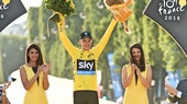 Chris Froome, yellow jersey, podium, Champs-Elysees, Tour de France, 2016, stage 21, pic - Sirotti