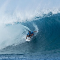 Jeremy-Flores-wins-Teahupoo