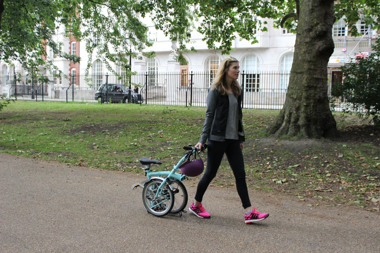 urban commuter brompton trainers style fashion