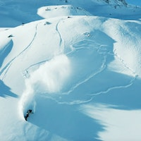 Jones-Splitboard-Hub-Snowbaord-How-Descend-Avalanche-Terrain-Splitboarding